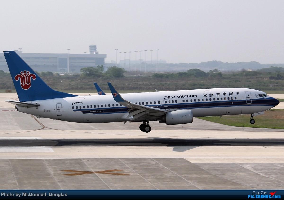 Re:[原创]【上海飞友会】2015.05.01劳动节拍机计划打MD-90偶遇MD-83和三架小190~ BOEING 737-81B B-5770 中国南京禄口国际机场