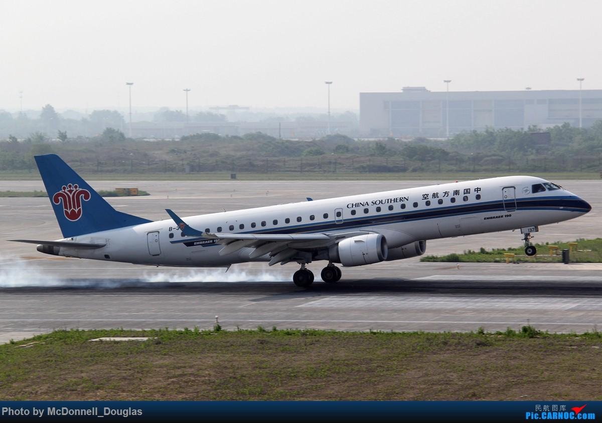 Re:[原创]【上海飞友会】2015.05.01劳动节拍机计划打MD-90偶遇MD-83和三架小190~ EMBRAER E-190 B-3137 中国南京禄口国际机场