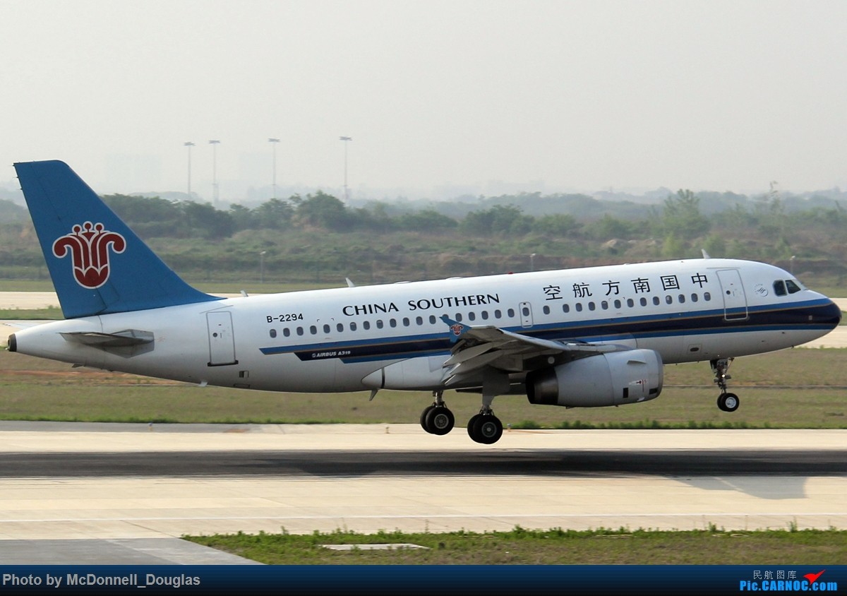 Re:[原创]【上海飞友会】2015.05.01劳动节拍机计划打MD-90偶遇MD-83和三架小190~M83已经出现啦看官们可以进来了 AIRBUS A319-132 B-2294 中国南京禄口国际机场