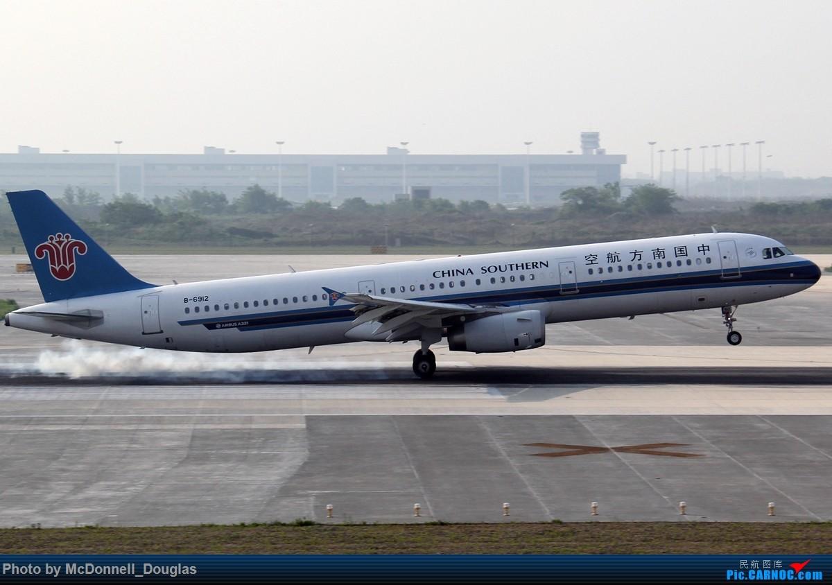 Re:[原创]【上海飞友会】2015.05.01劳动节拍机计划打MD-90偶遇MD-83和三架小190~M83已经出现啦看官们可以进来了 AIRBUS A321-231 B-6912 中国南京禄口国际机场