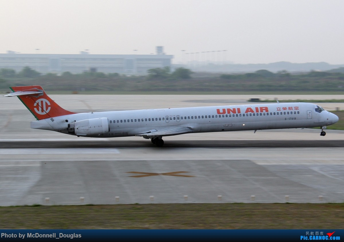 Re:[原创]【上海飞友会】2015.05.01劳动节拍机计划打MD-90偶遇MD-83和三架小190~M83已经出现啦看官们可以进来了 MCDONNELL DOUGLAS MD-90-30 B-17919 中国南京禄口国际机场