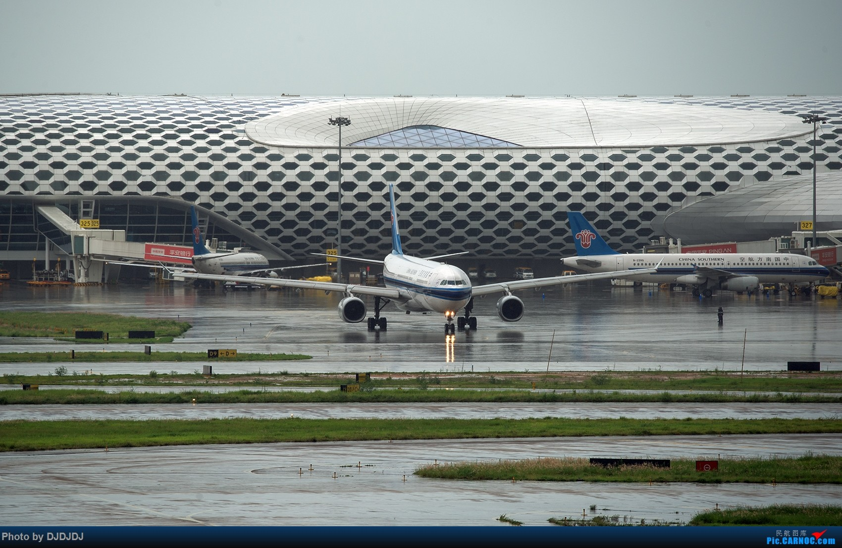 Re:[原创]【BLDDQ】今天520,拼了,今年首次红色预警 230班航班因雨取消,拼的是兄弟,拼的是人品。。    中国深圳宝安国际机场