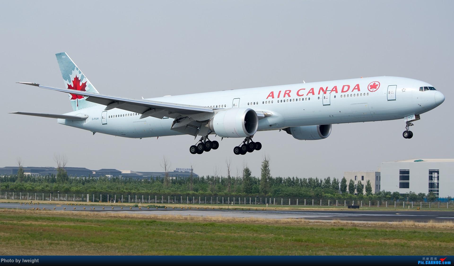 Re:[原创]周末帝都霾天拍机,凑合看看吧【2015-5-23】 BOEING 777-300ER C-FIUW 中国北京首都国际机场