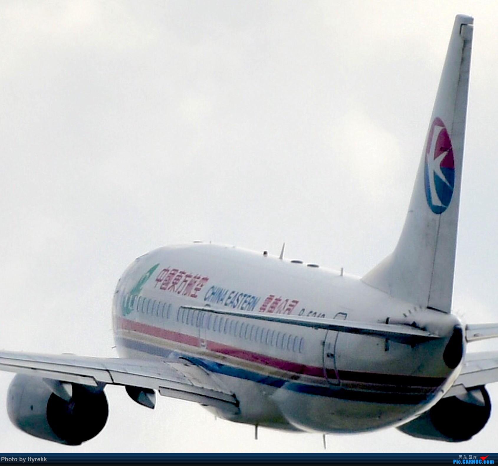 Re:[原创]【5.23LUM】玩腻了楼顶拍,来一次现场版的!求小飞机 BOEING 737-700 B-5242 中国芒市机场