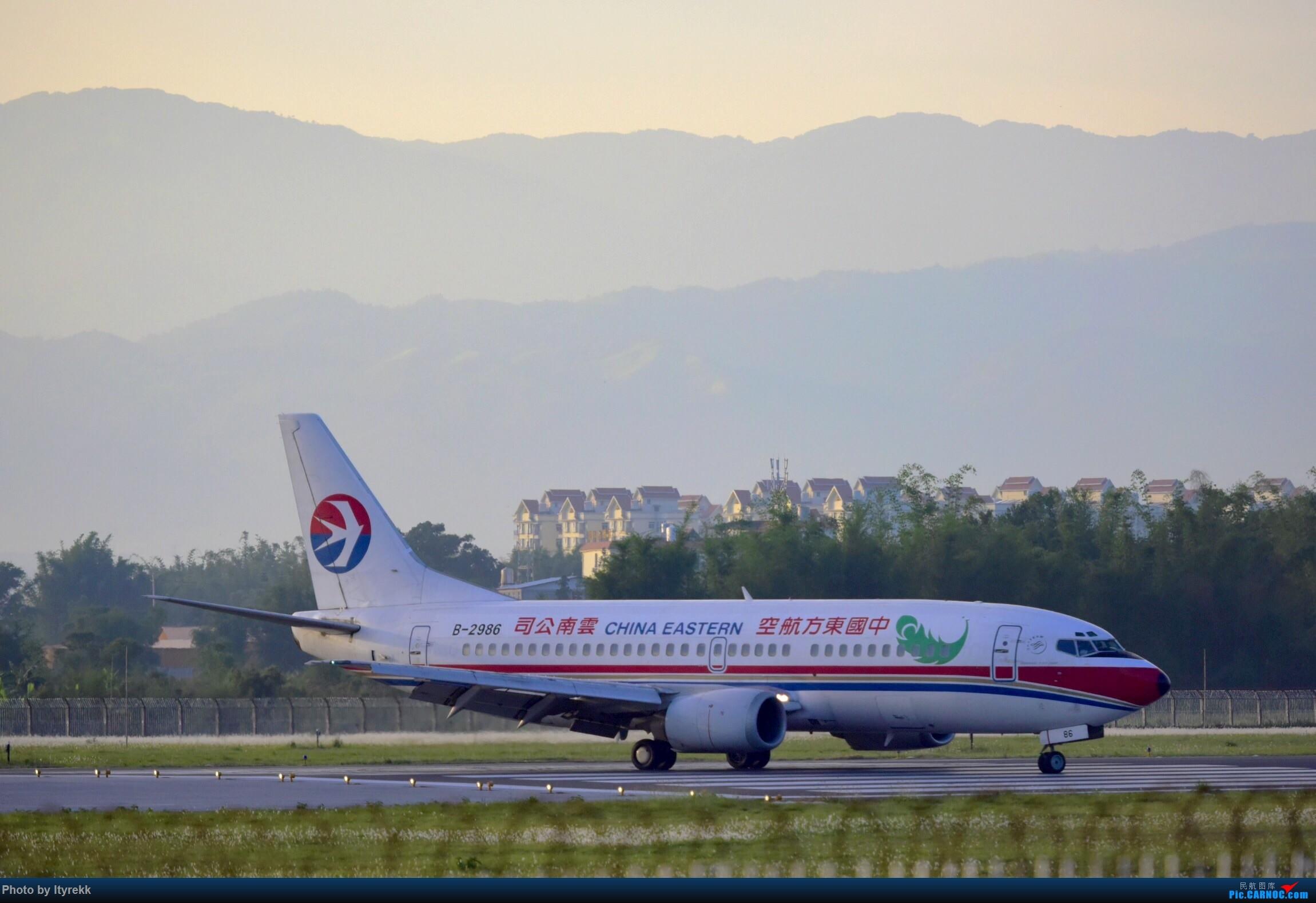 Re:[原创]【5.23LUM】玩腻了楼顶拍,来一次现场版的!求小飞机 BOEING 737-300 B-2986 中国芒市机场