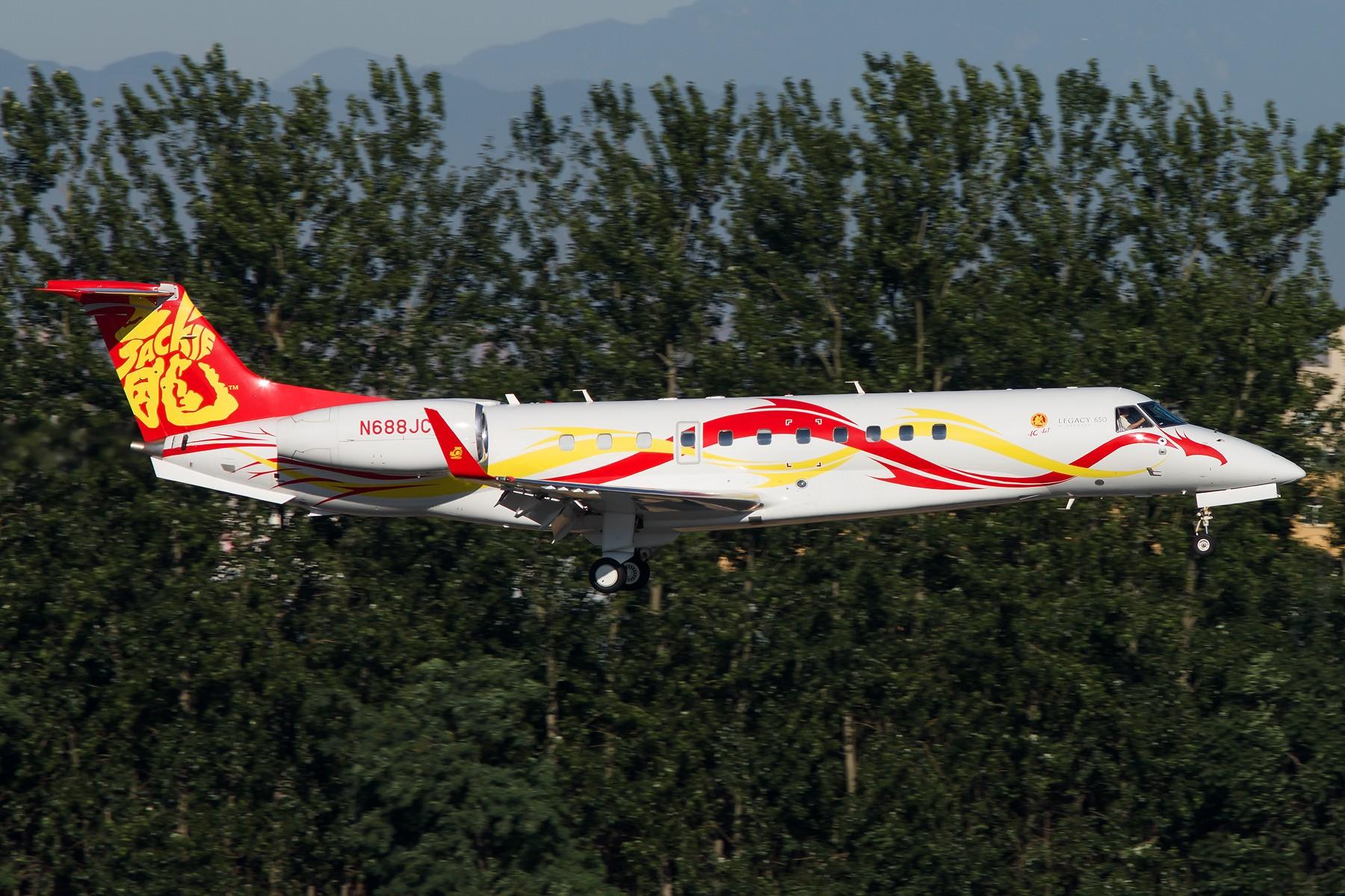 Re:[原创]周末晨练10张 1800*1200 EMBRAER EMB-135BJ LEGACY 650 N688JC 中国北京首都国际机场