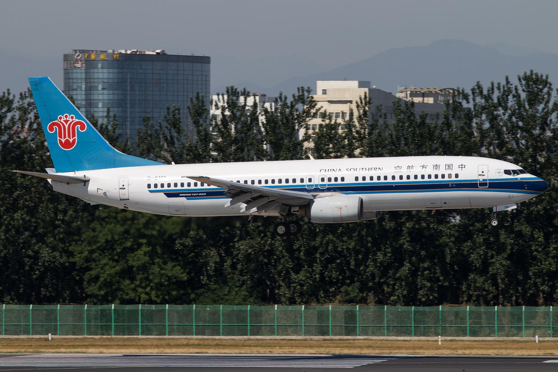 Re:[原创]三大航普通装 1800*1200 [10pics] BOEING 737-800 B-5112 中国北京首都国际机场