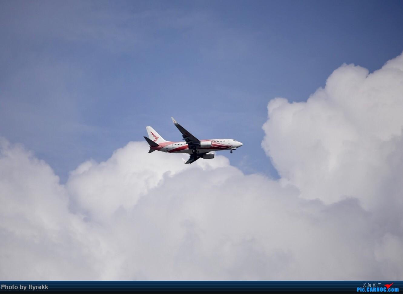 Re:[原创]6月的天气总是变化多端 BOEING 737-700 B-5812 中国芒市机场