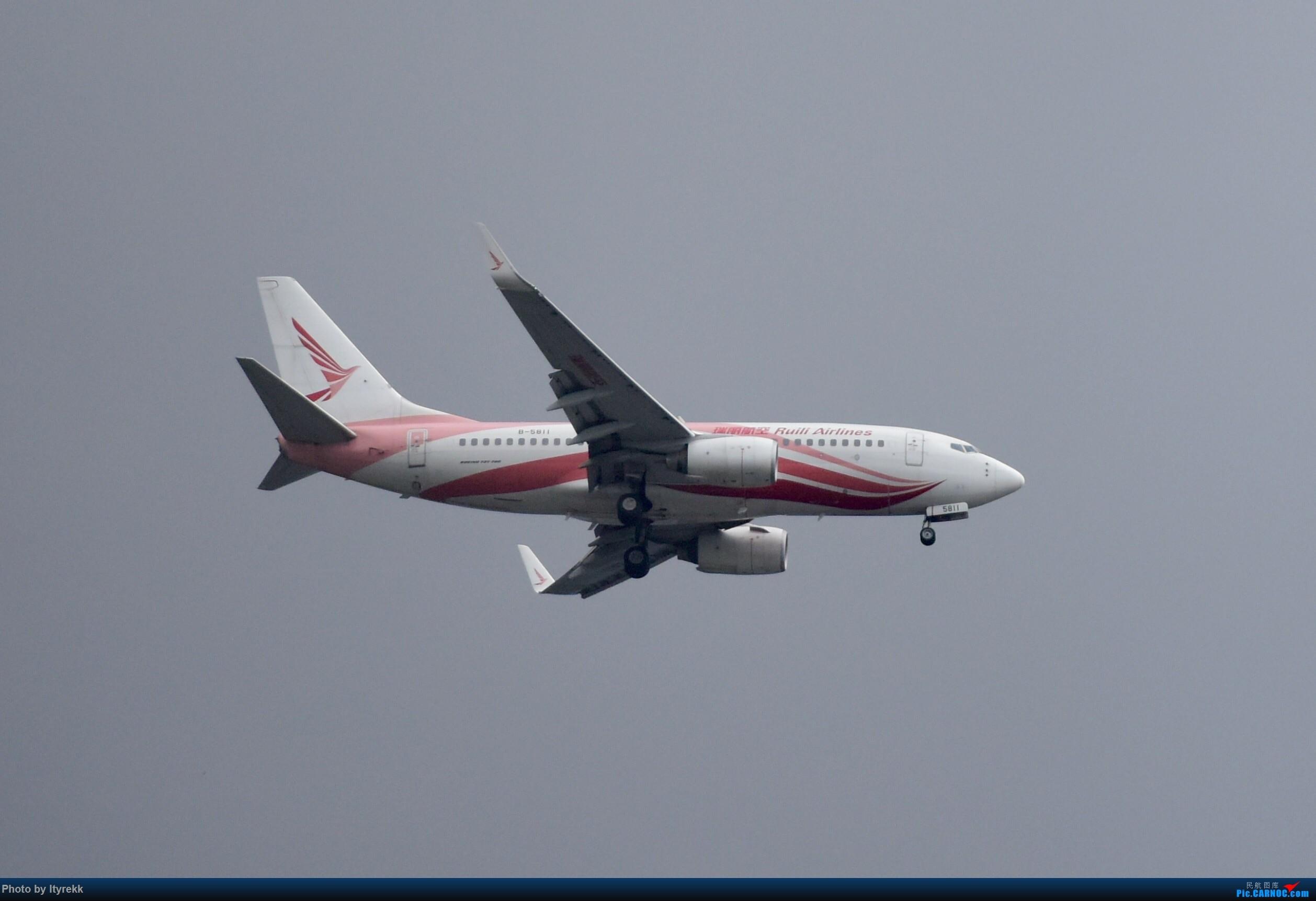 Re:[原创]6月的天气总是变化多端 BOEING 737-700 B-5811 中国芒市机场