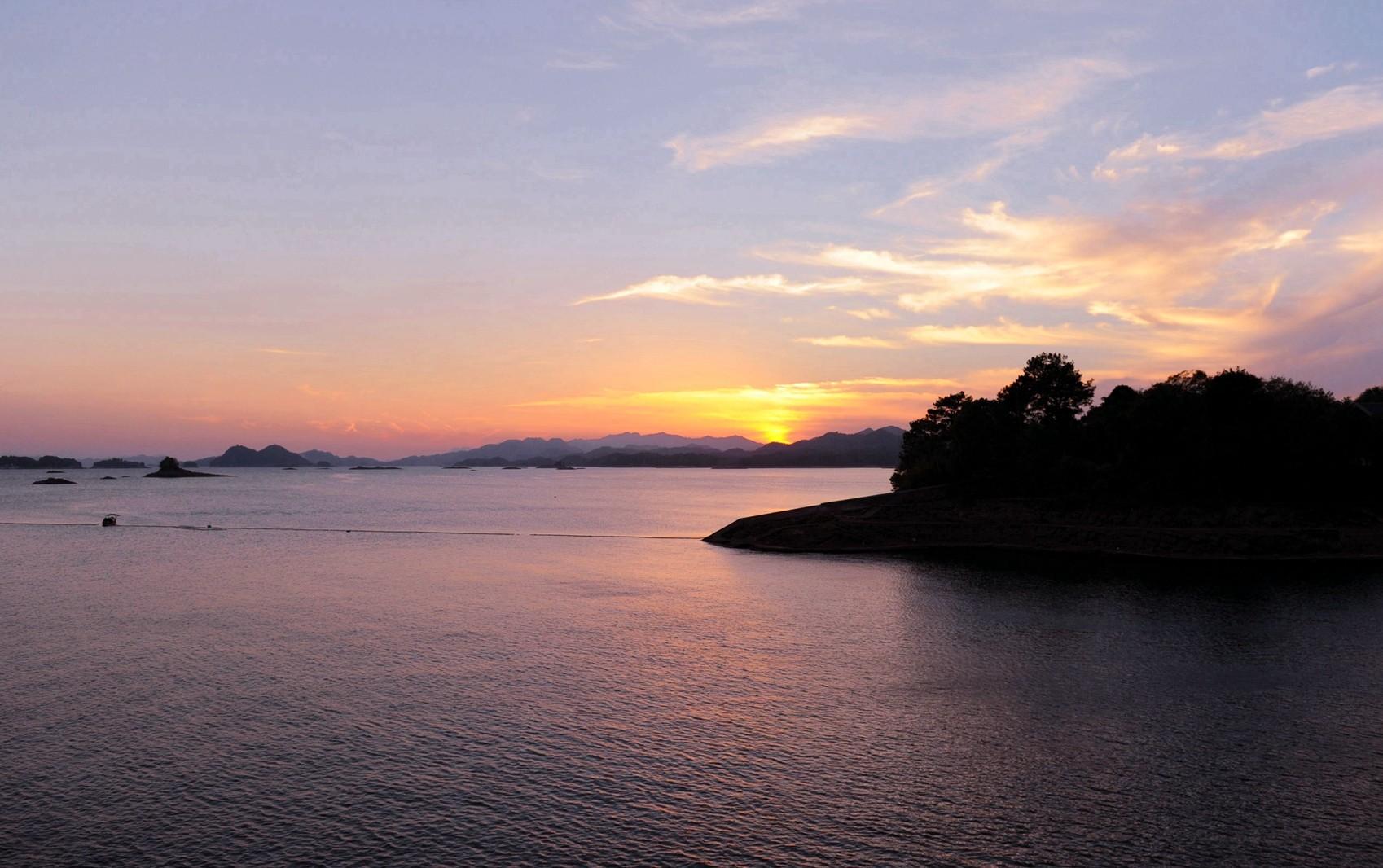 旅游 旅游图片种类: 风景            2013年10月3日 备注: 千岛湖(2