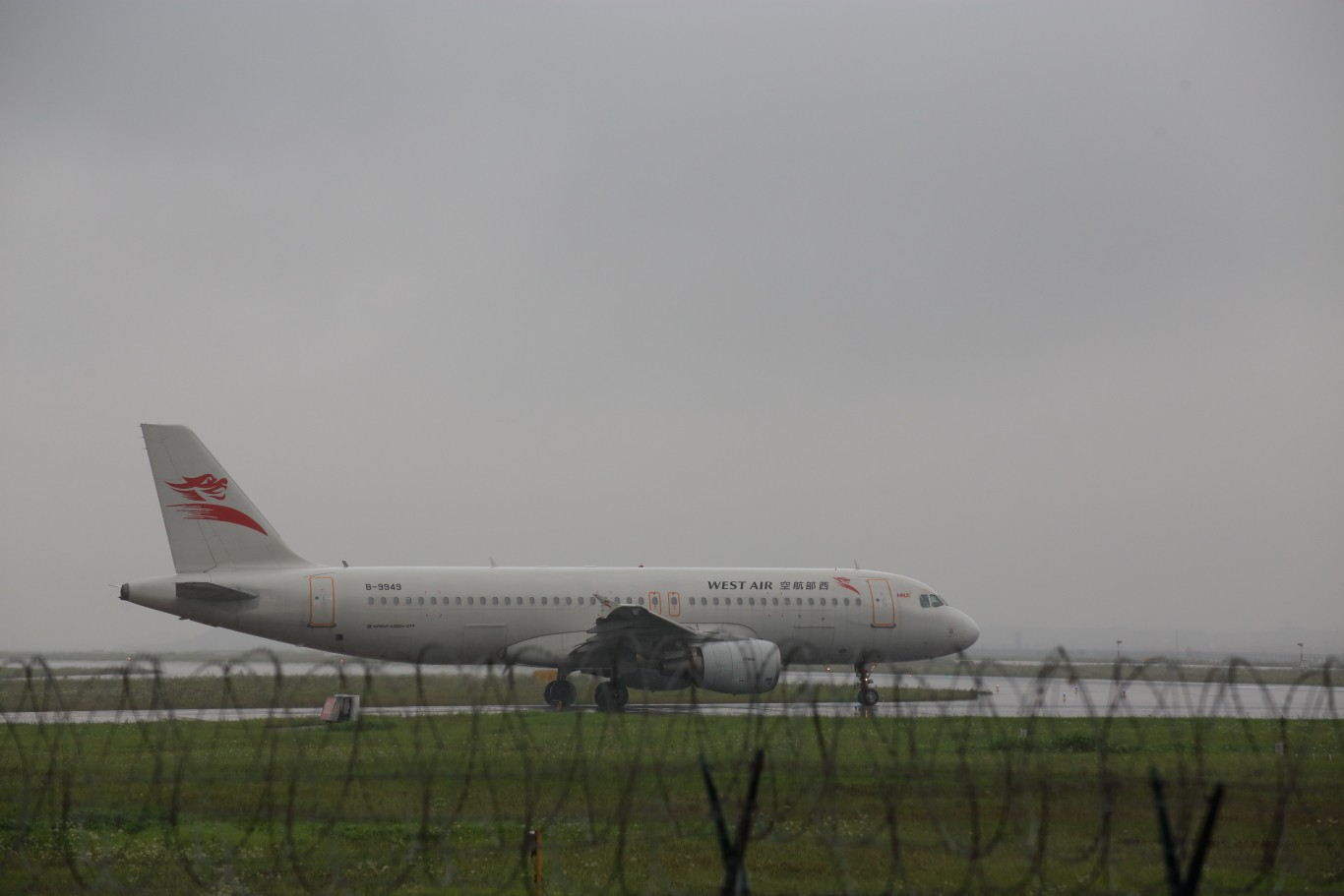 Re:[原创]雨天CKG处子行。 AIRBUS A320-200 B-9949 重庆江北国际机场