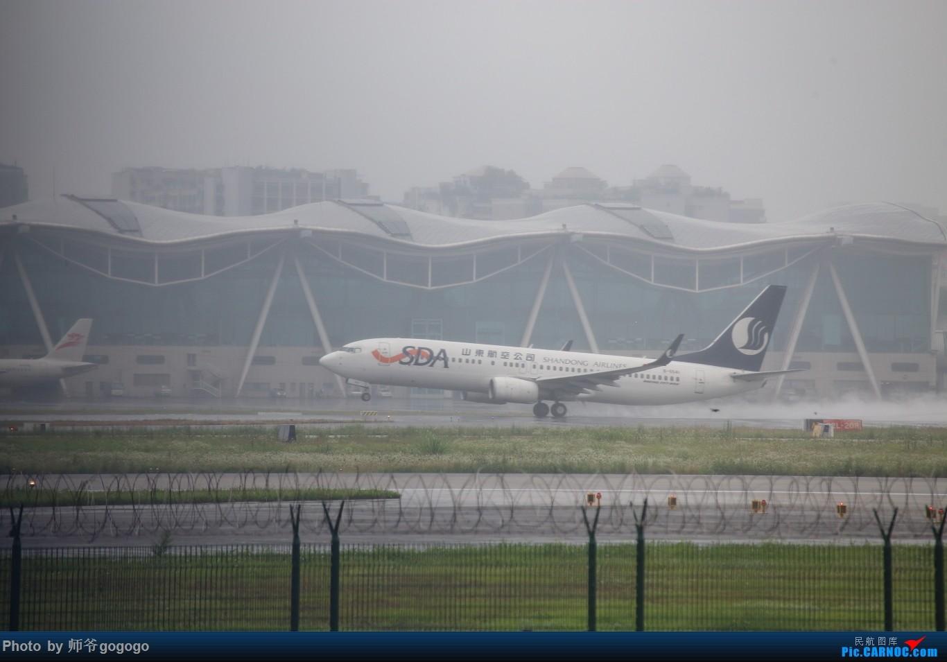 Re:[原创]雨天CKG处子行。 BOEING 737-800 B-5541 重庆江北国际机场