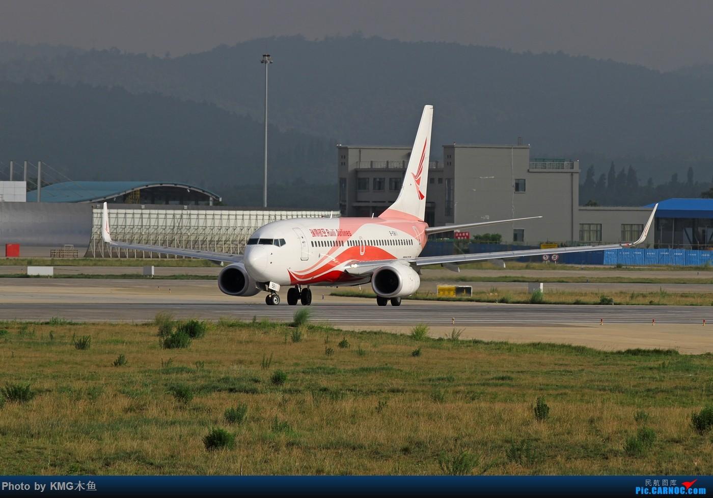Re:[原创]【KMG】【端午节上午昆明长水国际机场拍机】拍机还能遇到玩拉力车的人,真心高手呀! BOEING 737-700 B-5811 中国昆明长水国际机场