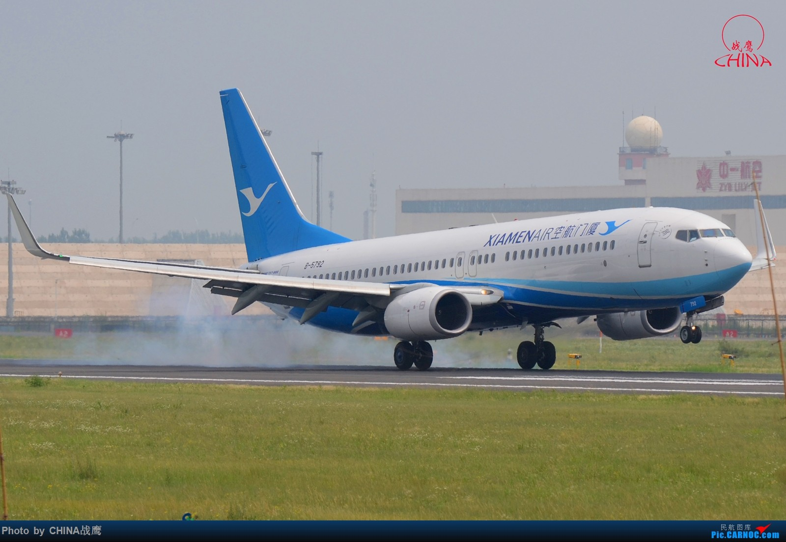 Re:[原创][SHE]透着竹竿鸟网的缝隙拍飞机 BOEING 737-800 B-5792 中国沈阳桃仙国际机场
