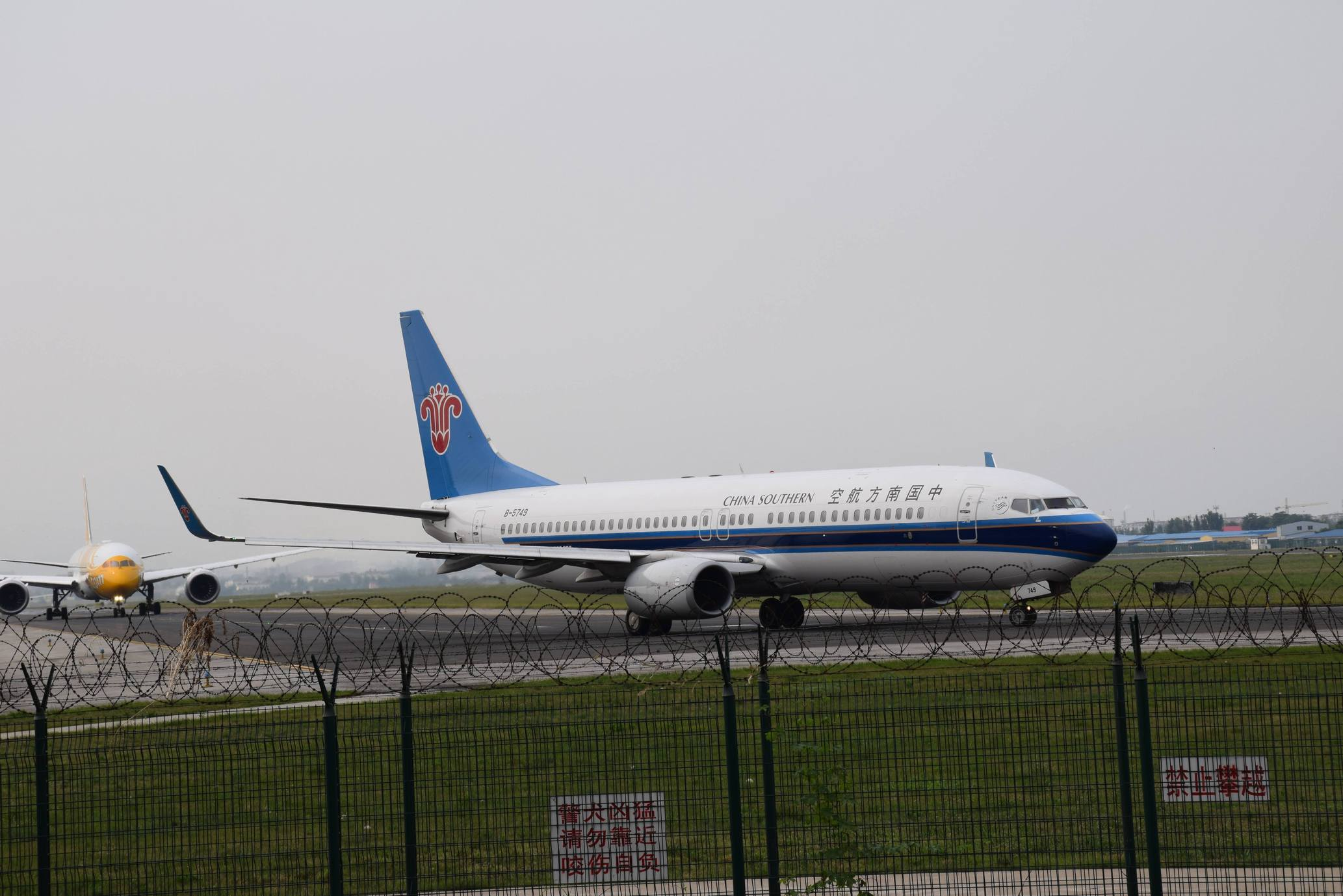 Re:[原创]【新人拍机】青岛周日的一天 BOEING 737-800 B-5749 中国青岛流亭国际机场