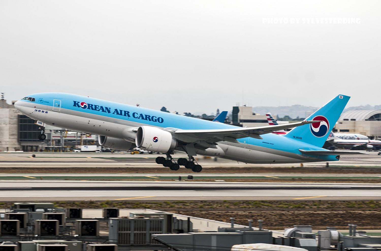 Re:[原创]【闲人伸少的小小世界19】一年半之后首次拍机,洛杉矶烂天中的国泰香港精神号,新装伊比利亚346,美联航789闪灯等等,附赠西雅图波特兰美景 BOEING 777 HL8005 美国洛杉矶机场