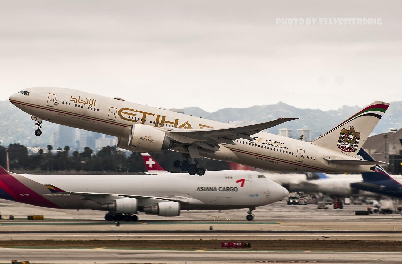 Re:[原创]【闲人伸少的小小世界19】一年半之后首次拍机,洛杉矶烂天中的国泰香港精神号,新装伊比利亚346,美联航789闪灯等等,附赠西雅图波特兰美景 BOEING 777-200LR A6-LRA 美国洛杉矶机场
