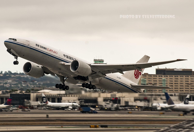 Re:[原创]【闲人伸少的小小世界19】一年半之后首次拍机,洛杉矶烂天中的国泰香港精神号,新装伊比利亚346,美联航789闪灯等等,附赠西雅图波特兰美景 BOEING 777-200 B-2097 美国洛杉矶机场