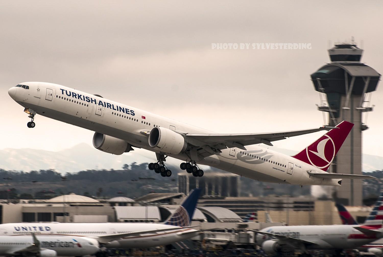 Re:[原创]【闲人伸少的小小世界19】一年半之后首次拍机,洛杉矶烂天中的国泰香港精神号,新装伊比利亚346,美联航789闪灯等等,附赠西雅图波特兰美景 BOEING 777-300ER TC-JJL 美国洛杉矶机场