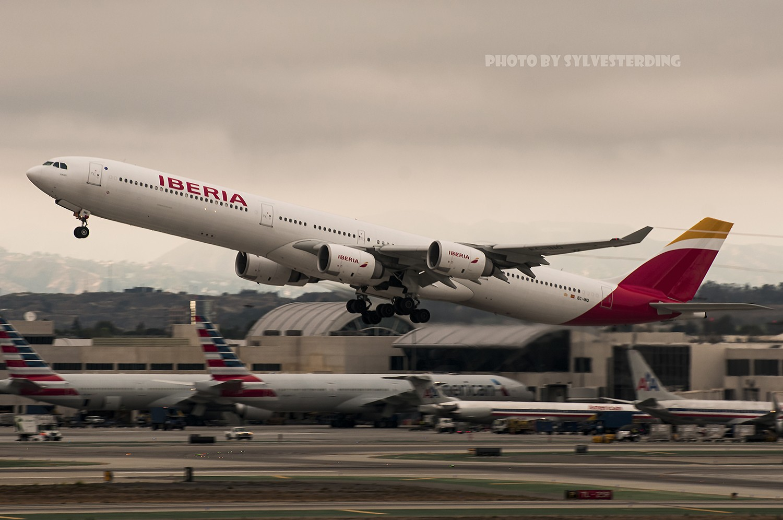Re:[原创]【闲人伸少的小小世界19】一年半之后首次拍机,洛杉矶烂天中的国泰香港精神号,新装伊比利亚346,美联航789闪灯等等,附赠西雅图波特兰美景 AIRBUS A340-600 EC-INO 美国洛杉矶机场