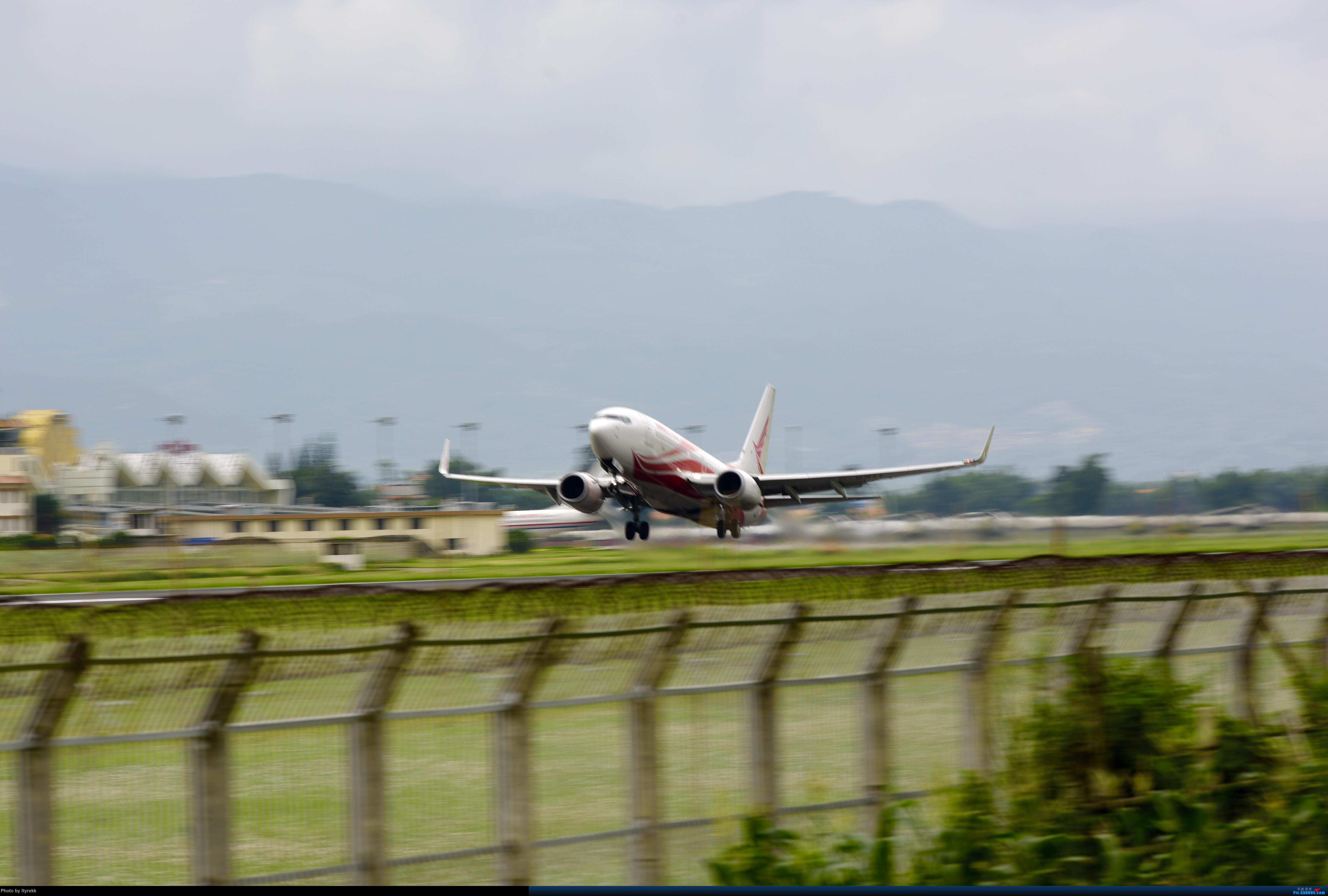 [原创]期末考后的复出,这次加点新学会的特技——动感 BOEING 737-700 B-5811 中国芒市机场