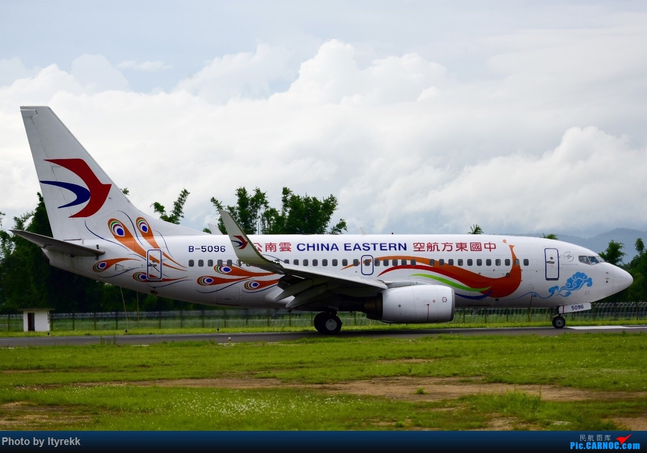 Re:[原创]期末考后的复出,这次加点新学会的特技——动感 BOEING 737-700 B-5096 中国芒市机场