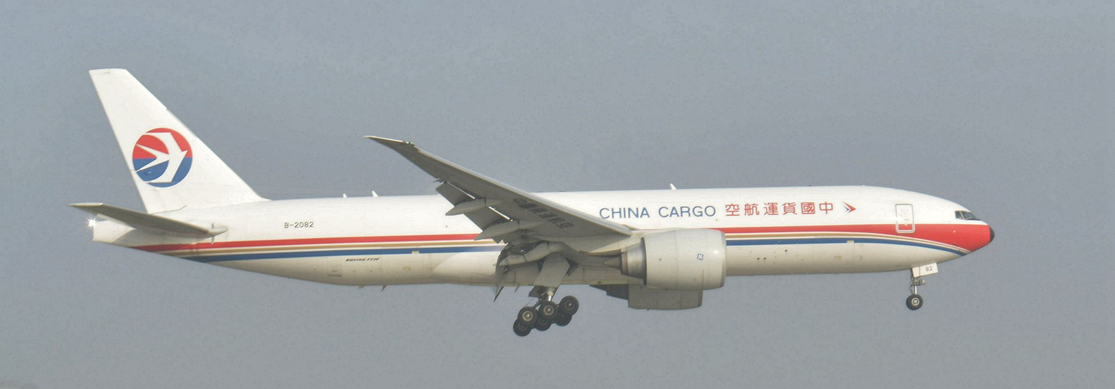 [原创]【carnoc重庆飞友会】第一次好好拍机,画质就别想了。。 BOEING 777-200 B-2082 中国重庆江北国际机场