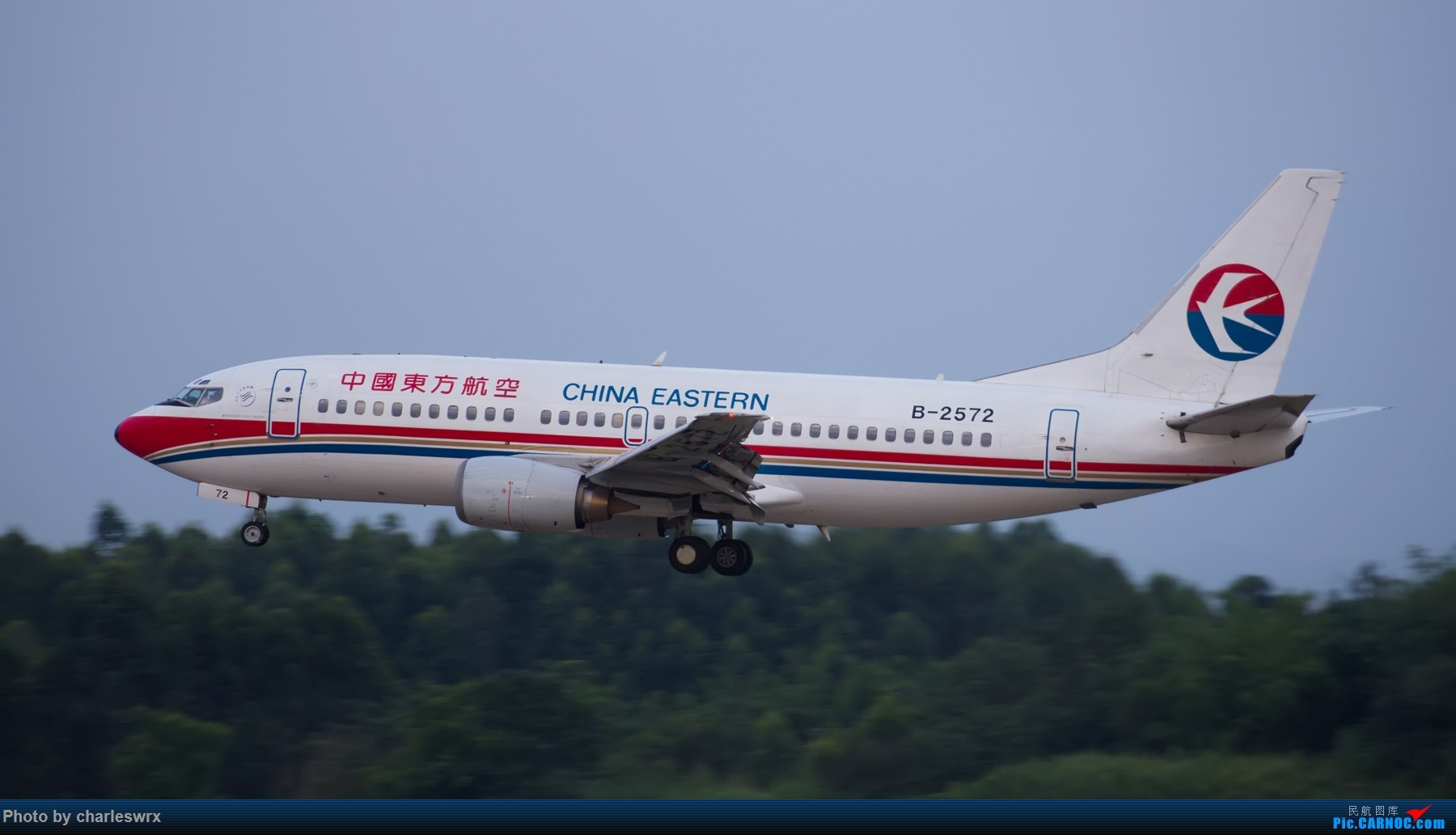 Re:[原创]夕阳余晖下的CTU BOEING 737-300 B-2572 中国成都双流国际机场
