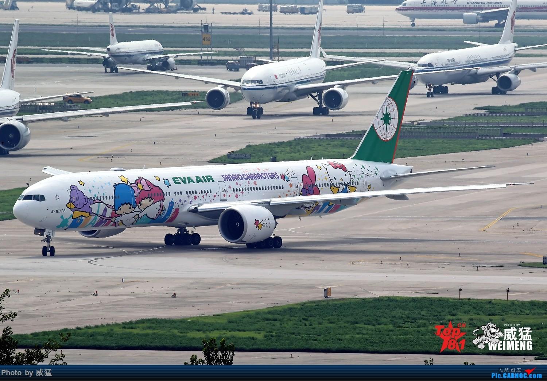 我是一图党~终于拍到了这新的HELLO KITTY BOEING 777-300ER B-16722 中国北京首都国际机场