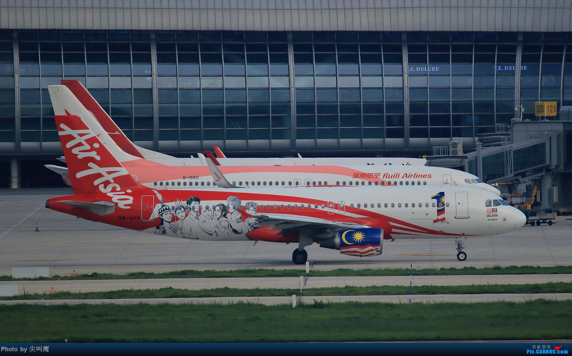Re:[原创]737-800排排坐 BOEING 737-800 B-1960 中国南宁吴圩国际机场