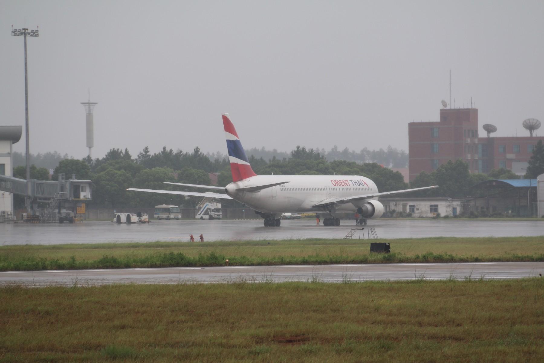 Re:[原创]【南昌飞友会】【1800*1200】暴雨大风中的KHN [17pic] BOEING 767-300 HS-BKD 中国南昌昌北国际机场