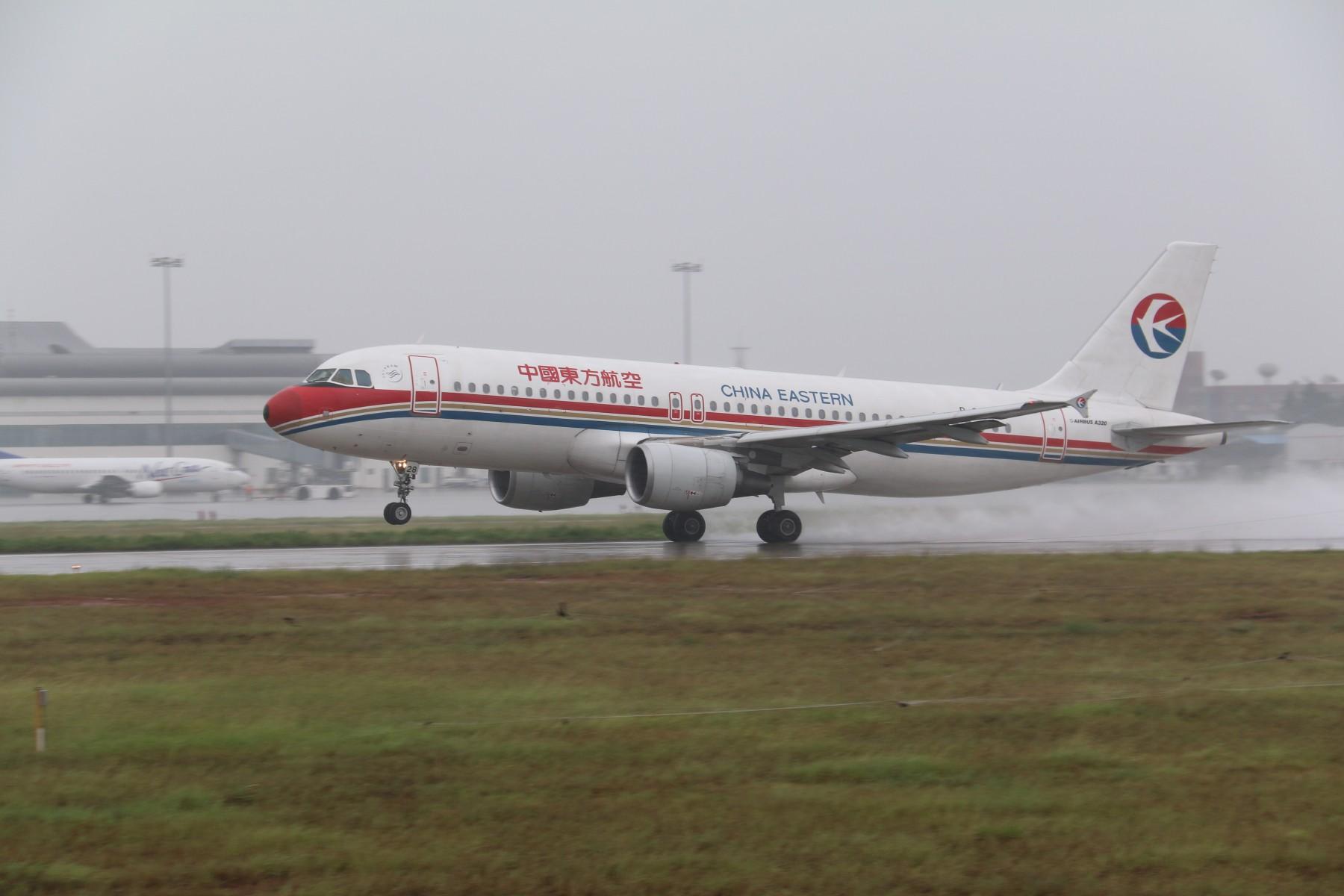 Re:[原创]【南昌飞友会】【1800*1200】暴雨大风中的KHN [17pic] AIRBUS A320-200 B-6878 中国南昌昌北国际机场