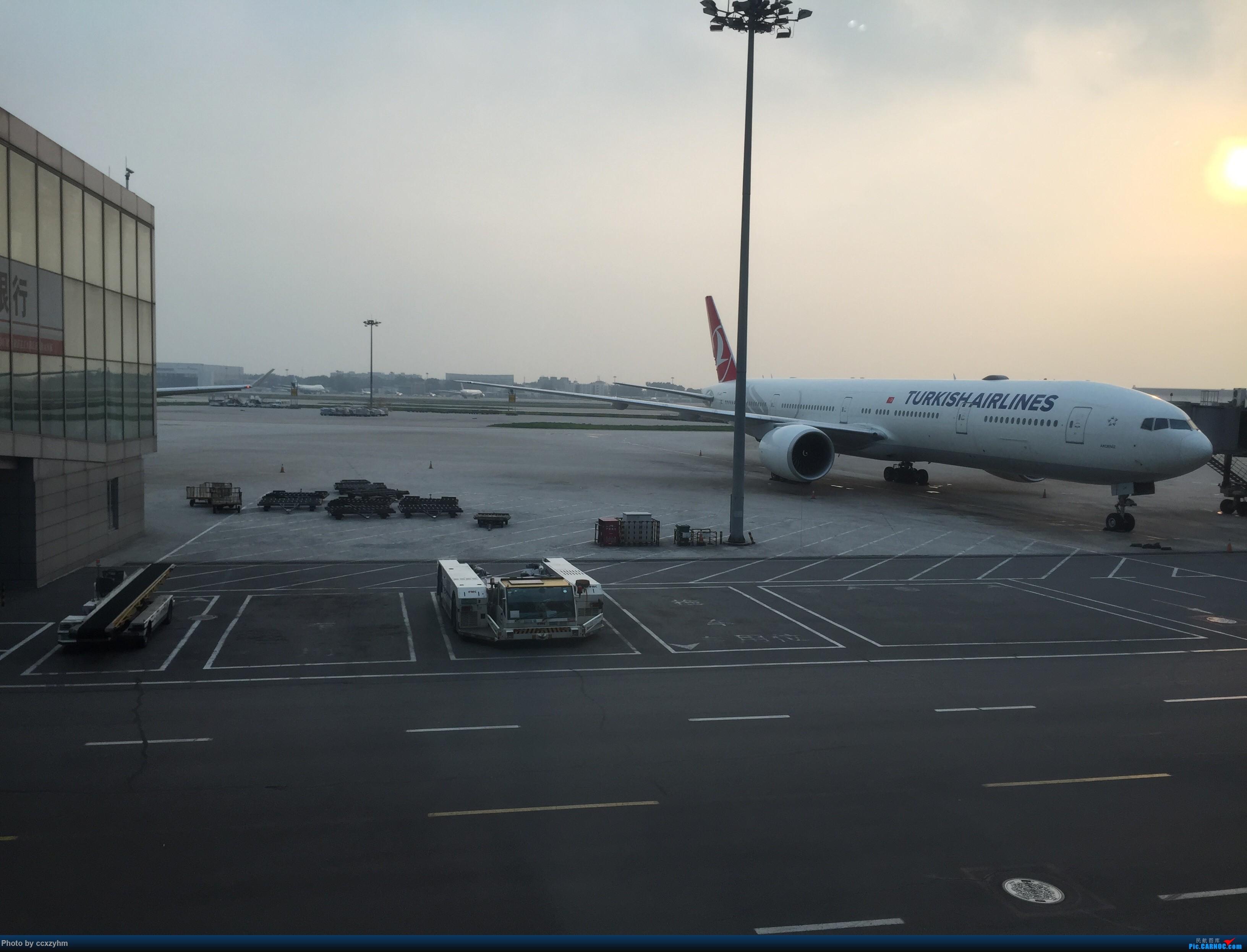 Re:[原创]PEK-HKG-SIN 港龙+国泰 KA+CX 暑假游坡县 BOEING 777-300ER  PEK