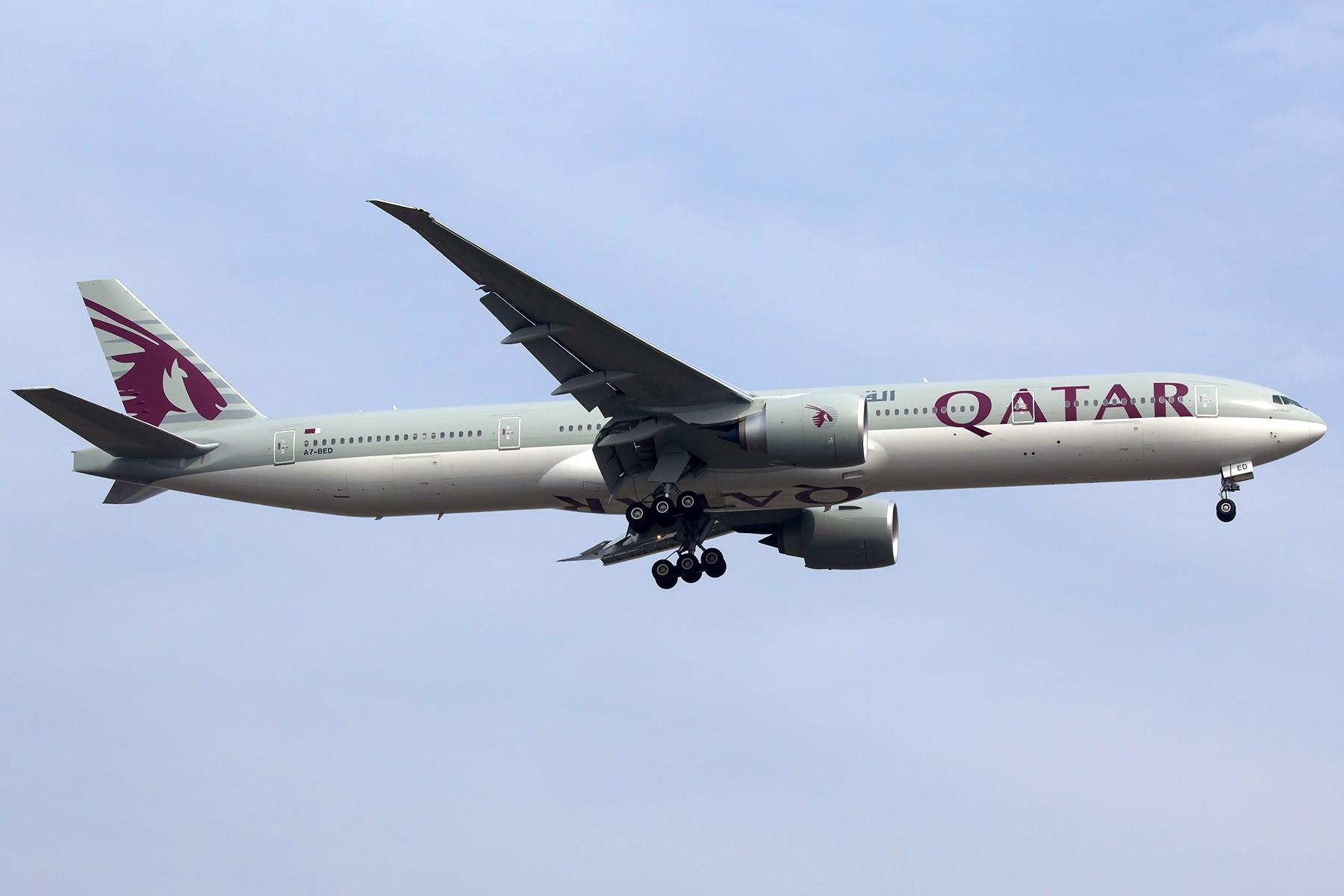 Re:[原创]【1800*1200】浦 东 是 个 大 机 场 BOEING 777-300ER A7-BED 中国上海浦东国际机场