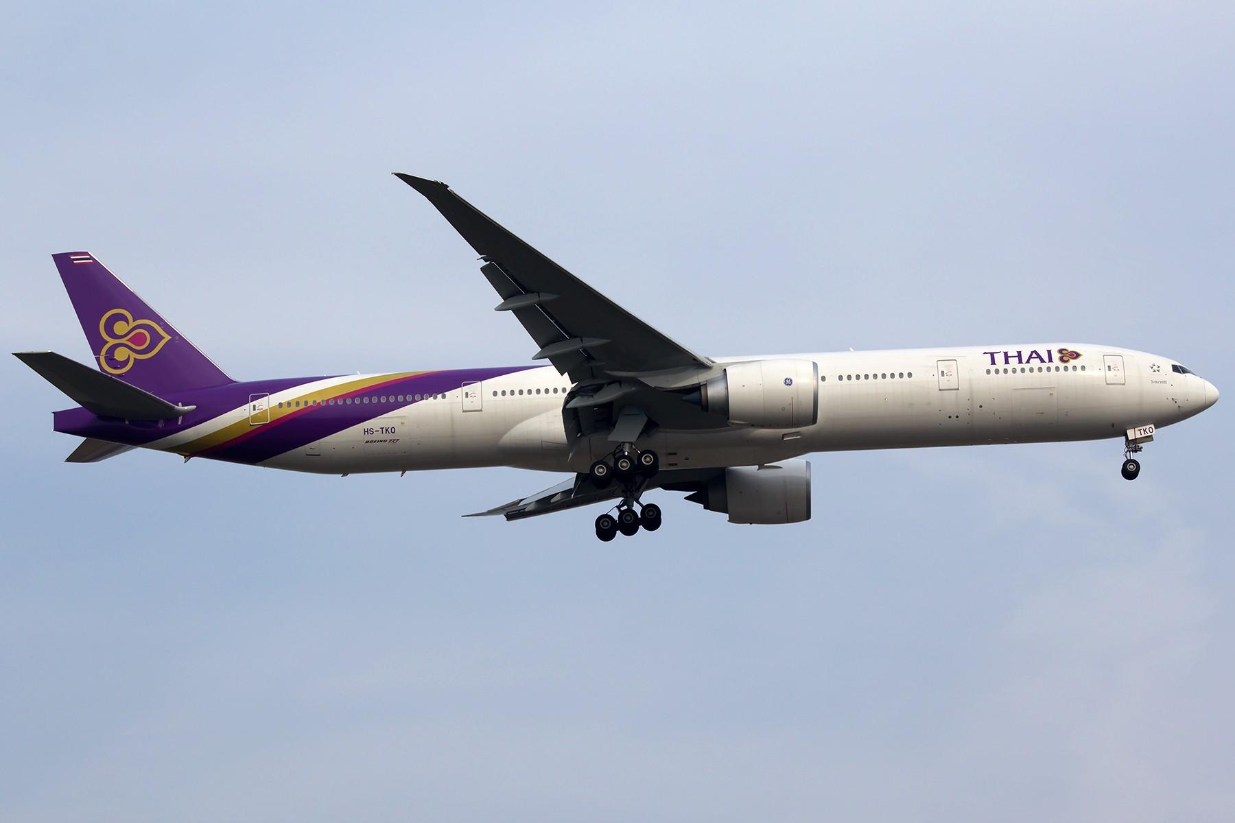 Re:[原创]【1800*1200】浦 东 是 个 大 机 场 BOEING 777-300ER HS-TKO 中国上海浦东国际机场