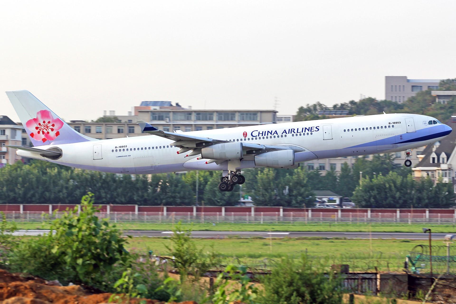 Re:[原创][DLC]。。。皇军与美女。。。 AIRBUS A340-300 B-18803 中国大连国际机场