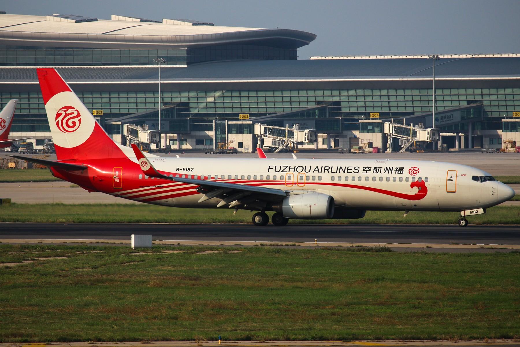 [原创]【TSN拍机帖】1800*1200大图 12pics BOEING 737-800 B-5182 中国天津滨海国际机场
