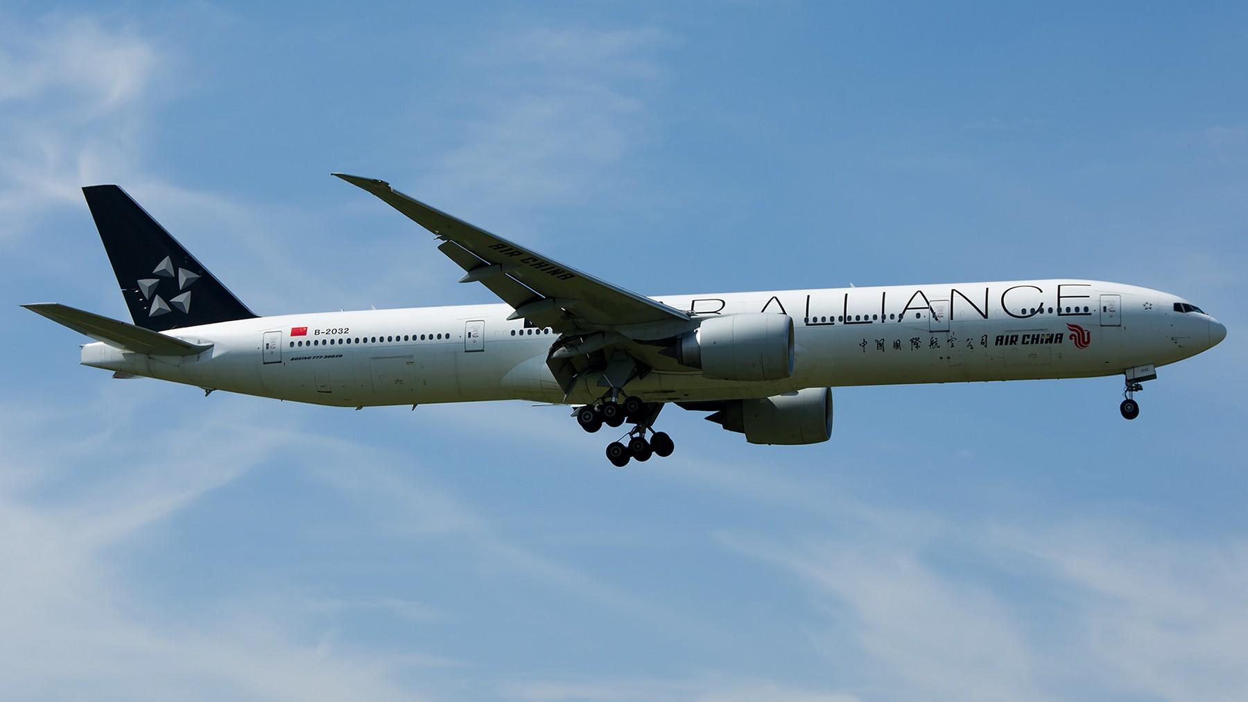 Re:[原创]终于放假了,出来冒个泡,随便发几张 BOEING 777-300ER B-2032 中国北京首都国际机场