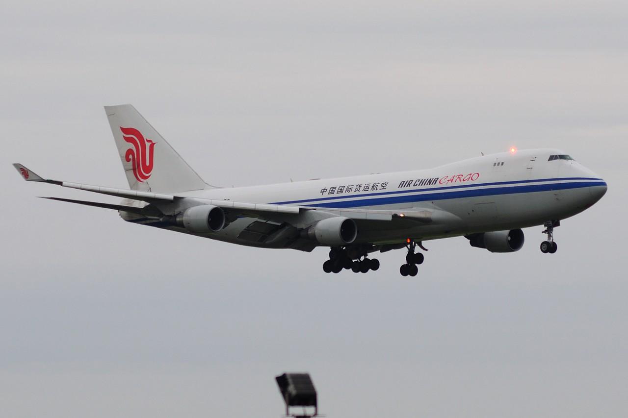 Re:[原创]上海这么好的天却不能去拍机简直太浪费了,只能发点渣图 BOEING 747-400 B-2476 中国上海浦东国际机场