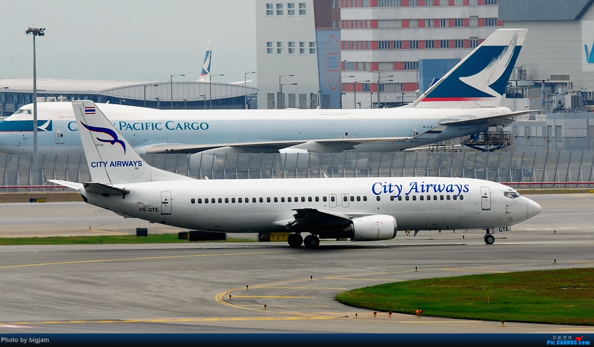 Re:[原创]刚升级到B737级 那就发点拍过的B737吧 BOEING 737-400  中国香港赤鱲角国际机场