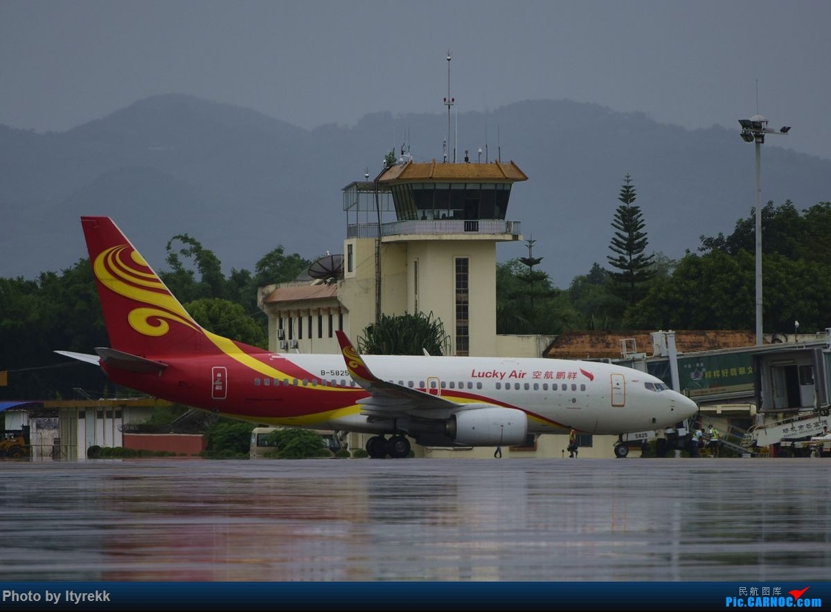 Re:[原创]【LUM】好久没发图,来一发 BOEING 737-700 B-5825 中国芒市机场