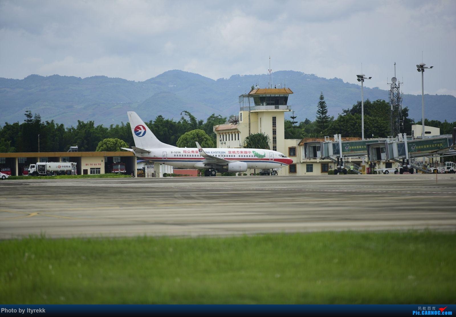 Re:[原创]【LUM】碰巧今日有空,修得几张图。 BOEING 737-700 B-5256 中国芒市机场