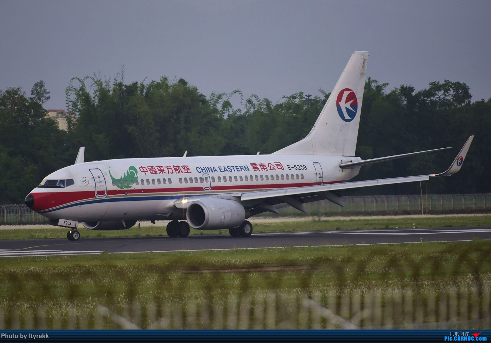 Re:[原创]【LUM】碰巧今日有空,修得几张图。 BOEING 737-700 B-5259 中国芒市机场