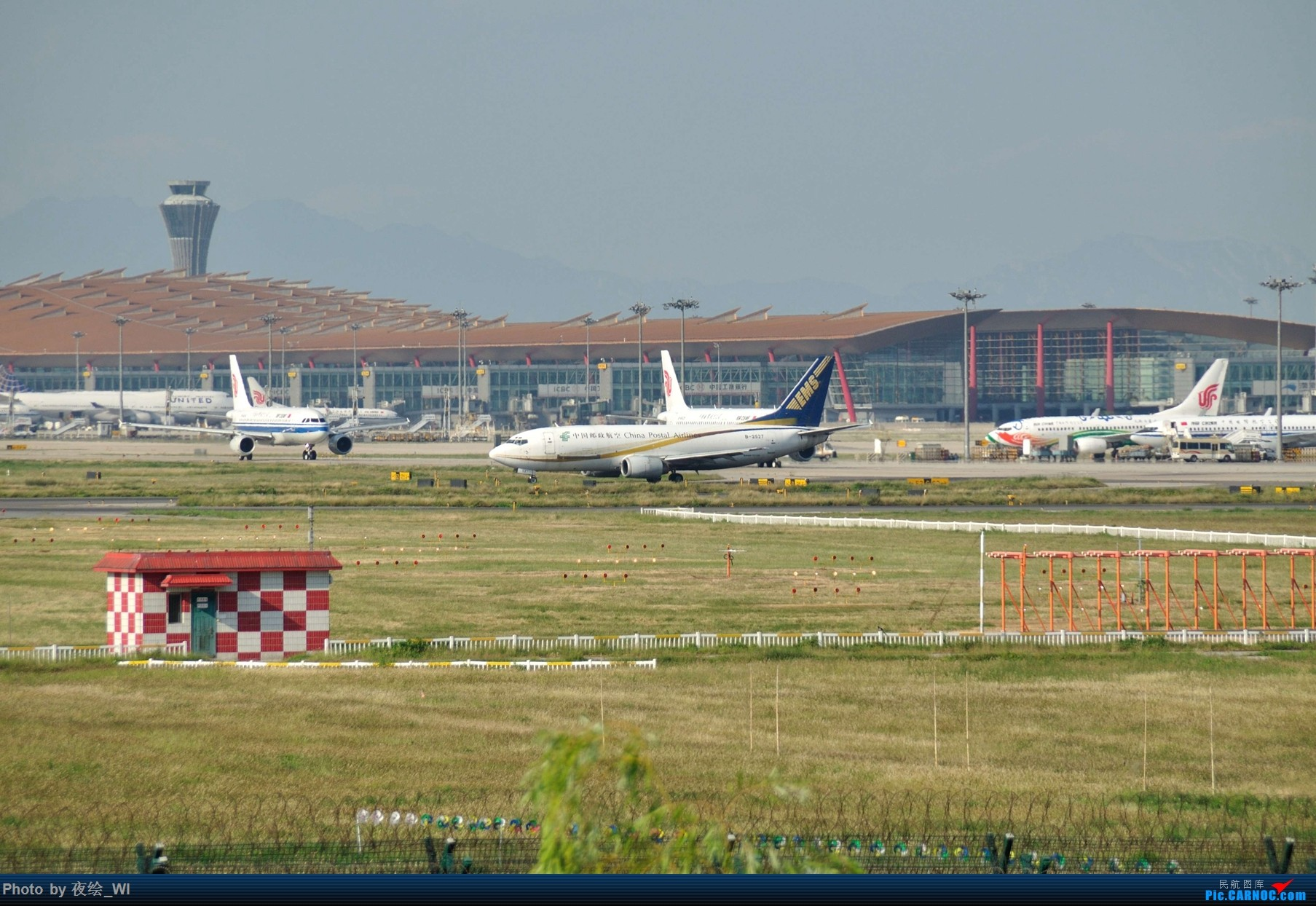 Re:[原创]【PEK】初刷八卦台,拍得飞起! BOEING 737-300 B-2527 中国北京首都国际机场
