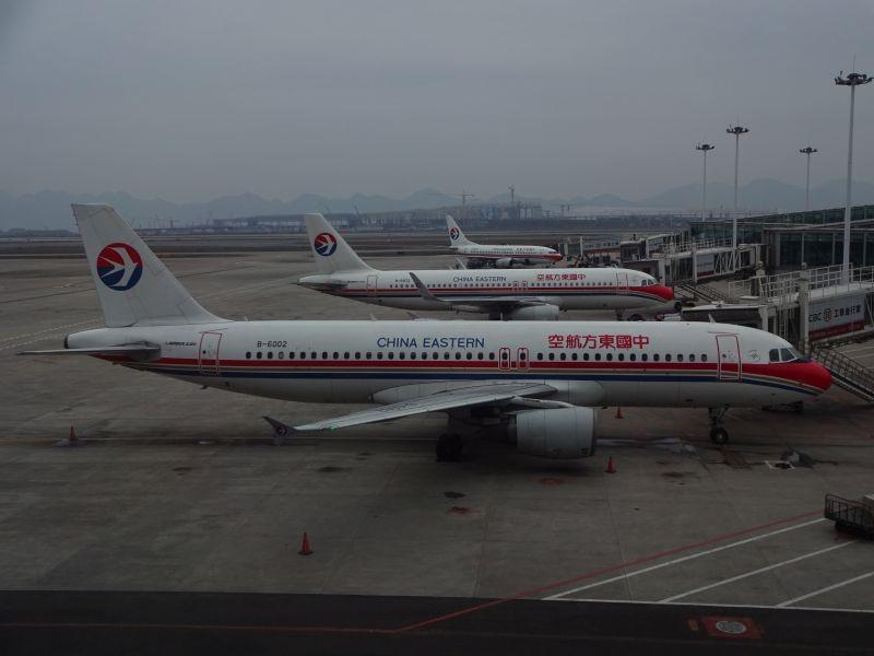 东航三兄弟 AIRBUS A320-200 B-6002 中国重庆江北国际机场