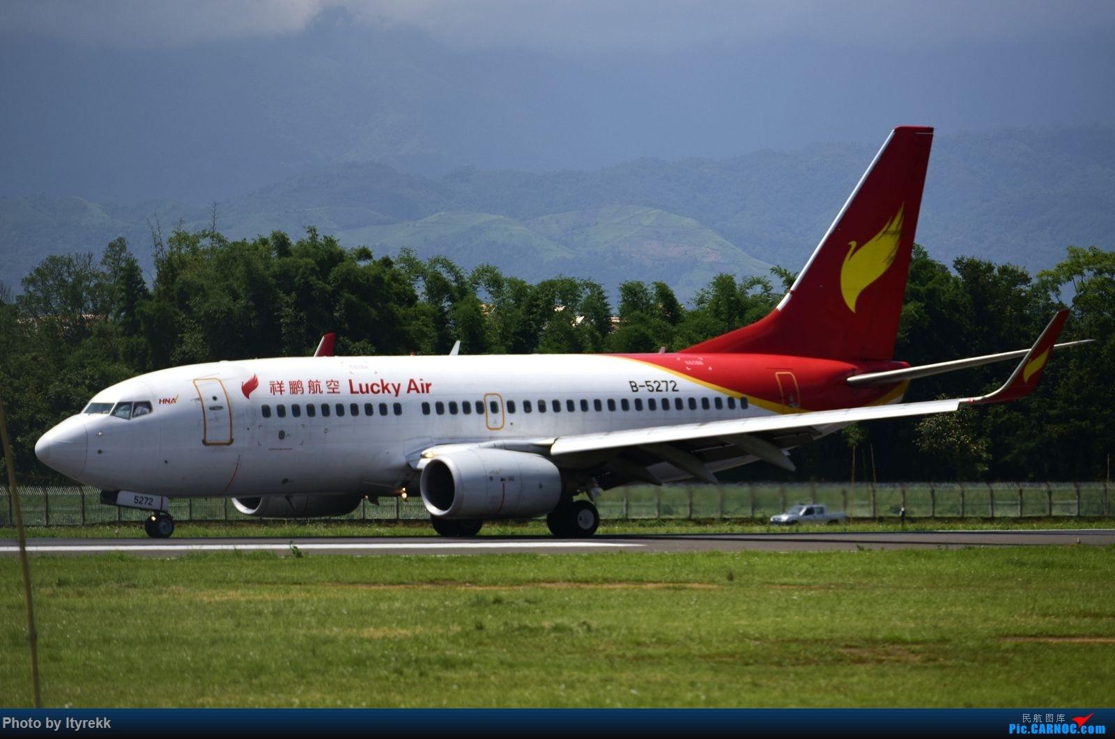 Re:[原创]怀念暑假时飞友们在一起拍机的日子 BOEING 737-700 B-5272 中国芒市机场