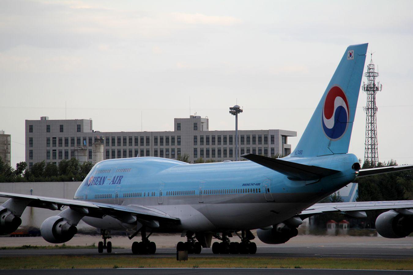 [原创]十月二号高中党坐动车从丹东到沈阳拍机SHE BOEING 747-400 HL7490 中国沈阳桃仙国际机场