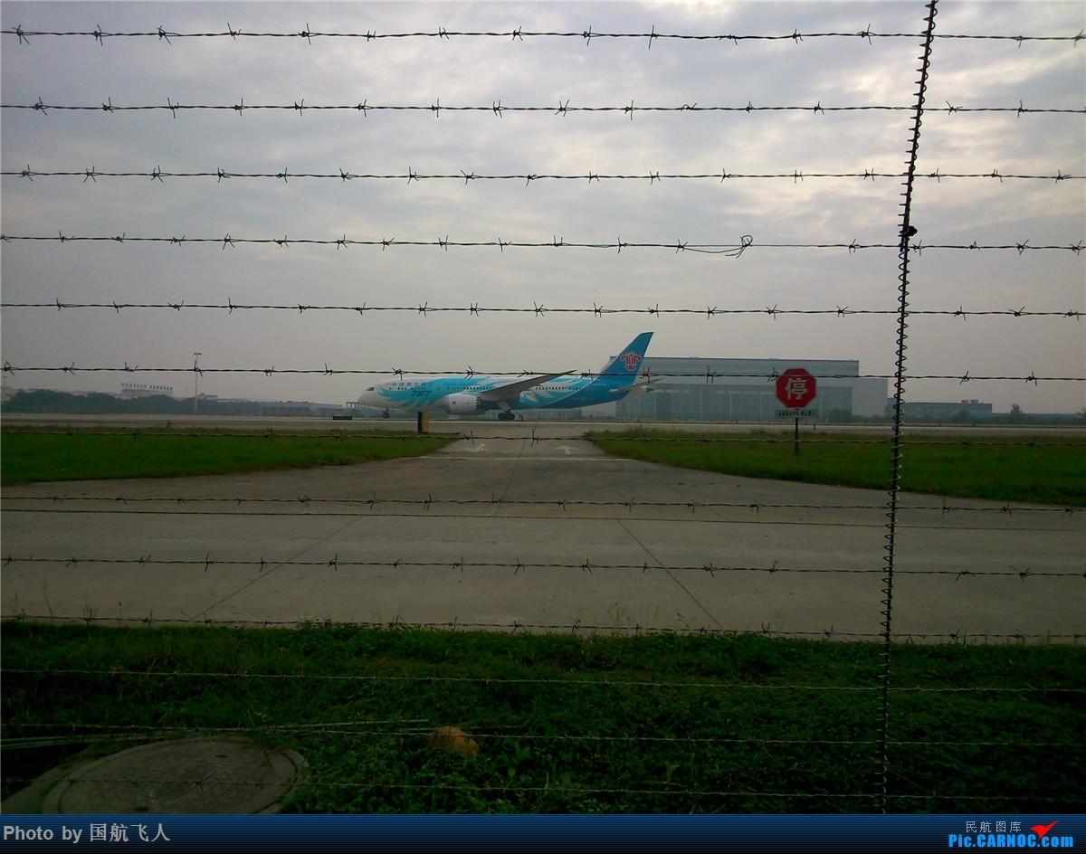 Re:[原创]10月7日CTU拍机[有南航A380】手机拍摄 BOEING 787-8 B-2735 中国成都双流国际机场