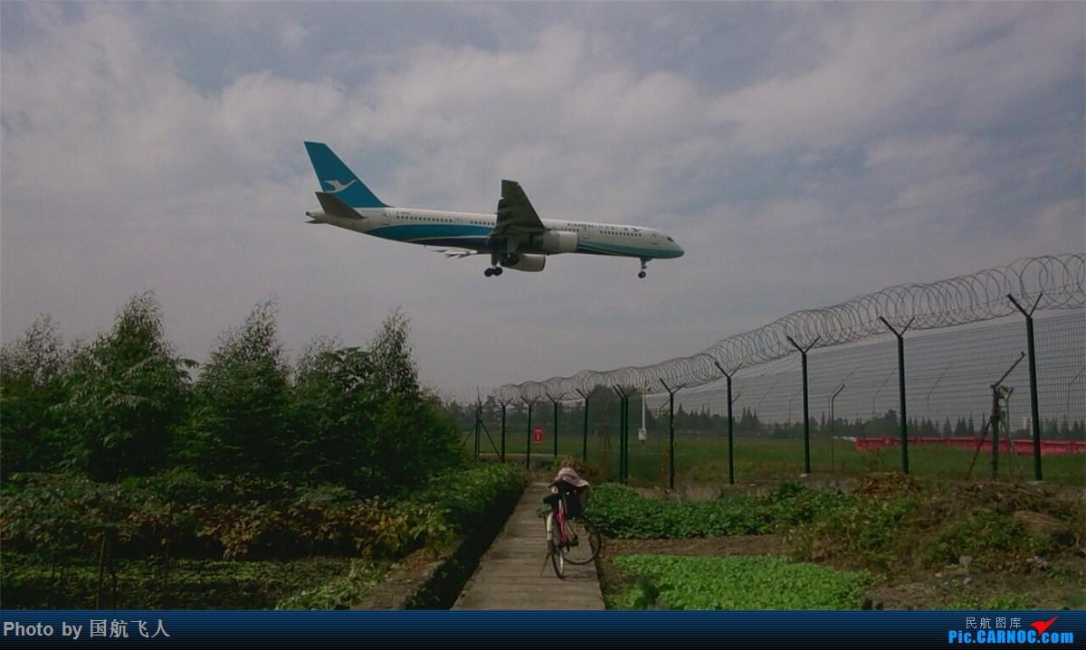 Re:[原创]10月7日CTU拍机[有南航A380】手机拍摄 BOEING 757-200  中国成都双流国际机场