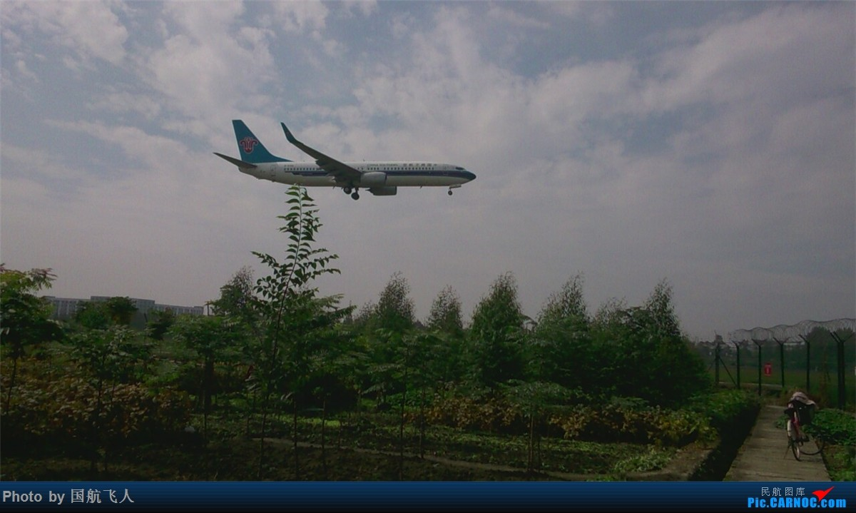 Re:[原创]10月7日CTU拍机[有南航A380】手机拍摄 BOEING 737-800  中国成都双流国际机场